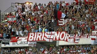 Aficionados del grupo ultra 'Biris', durante un partido del...
