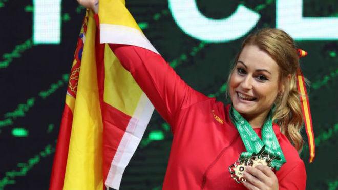 Lydia Valentín luce sus medallas ganadas.
