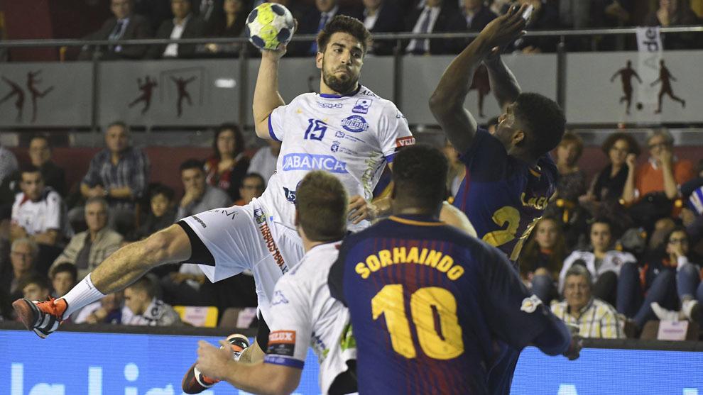Juanjo Fernández durante un Ademar-Barcelona
