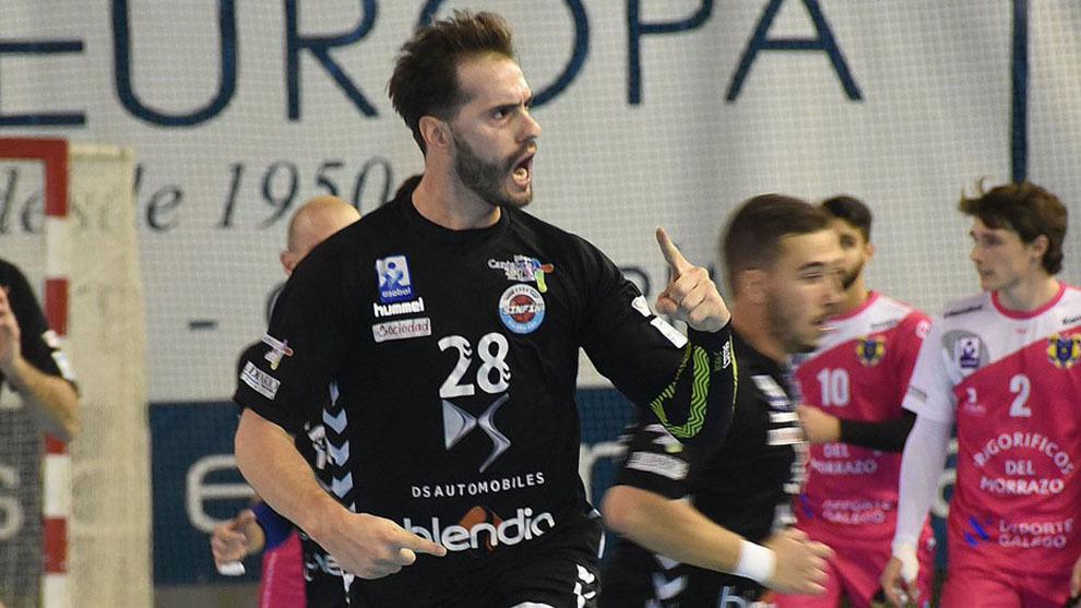 Jorge Silva celebra un gol ante el Cangas