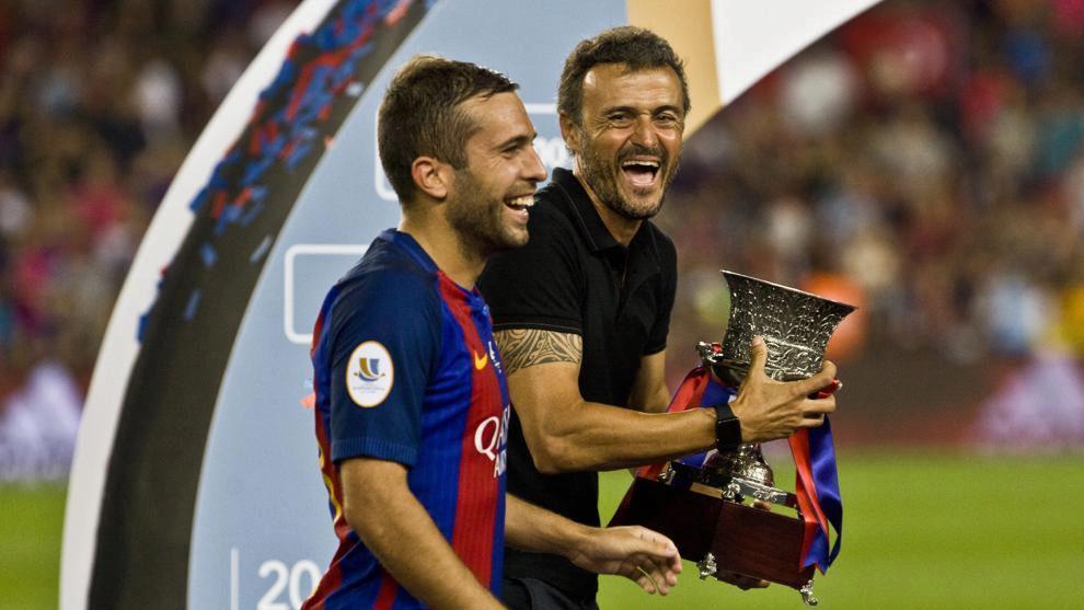 Luis Enrique celebra uno de los títulos logrados con el Barça con...