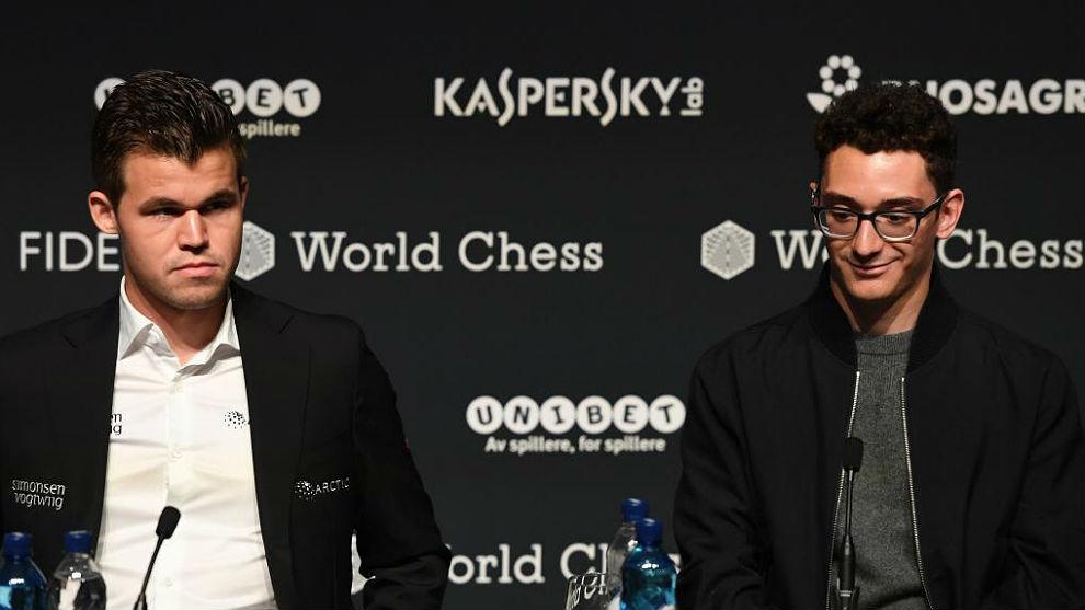 Magnus Carlsen (i) y Fabiano Caruana, ayer en Londres.