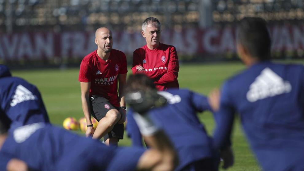 Lucas Alcaraz observa un entrenamiento.