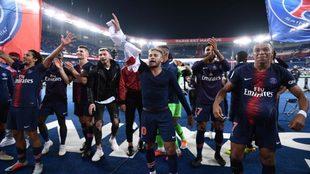 Neymar, festajando con el PSG