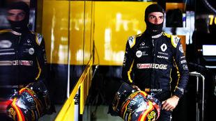 Sainz, hoy en su box de Renault en Interlagos.