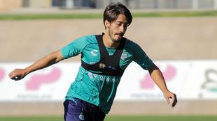 Jose Abella, durante el entrenamiento de Santos