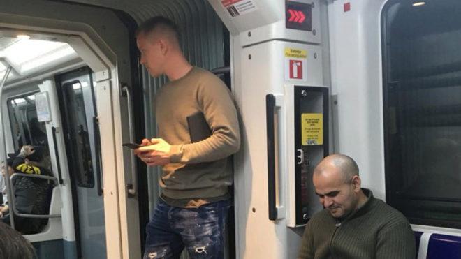 Ter Stegen, viajando en el metro de Barcelona.
