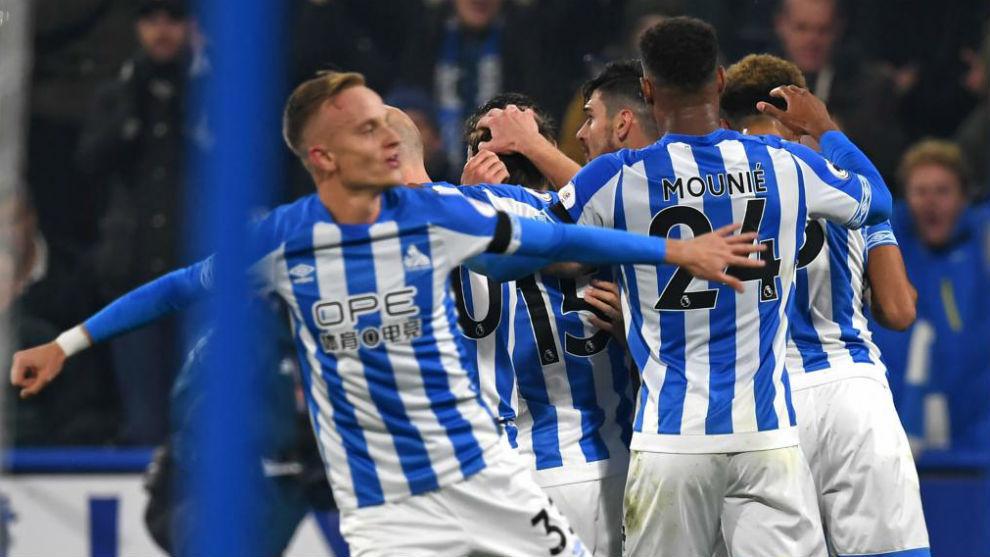 Los jugadores del Huddersfield celebran un gol contra el Fulham.
