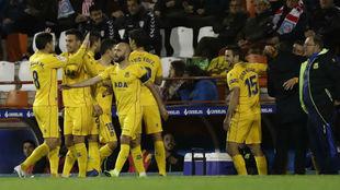 Los jugadores del Alcorcón celebran el gol de Borja Galán