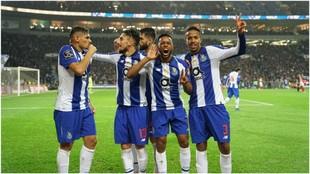 Los jugadores del Porto celebran el tanto de Soares.