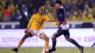 Partido entre Tigres y Puebla en el Volcán