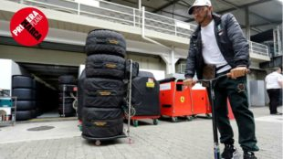 LA FÓRMULA DOS. Lewis Hamilton, con el título del mundo en la bolsa,...