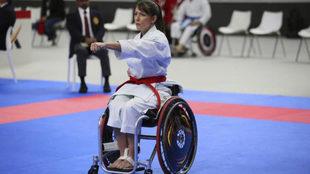 Isabel Fernández, ejecutando un kata durante el Mundial de Madrid,