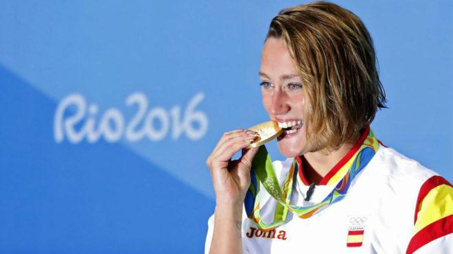 Mireia Belmonte con el oro de Río 2016.