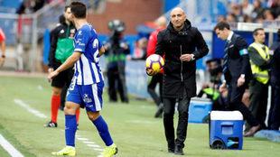Abelardo, en el partido entre el Alavés y el Huesca de este domingo.