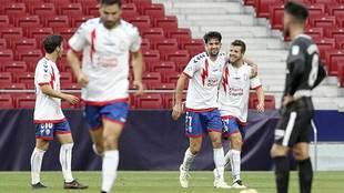 Aitor Ruibal celebra con Enzo Zidane el gol del Rayo Majadahonda en el...