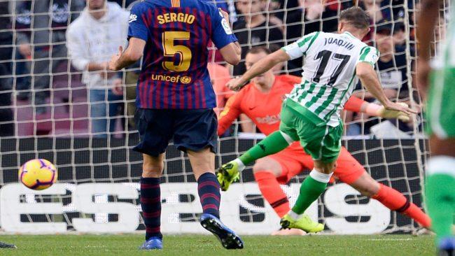 Joaquín, marcando el 0-2 frente al Barcelona