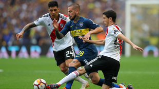 Aguerrido juego de ida entre Boca y River Plate