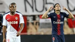 Cavani celebra unon de sus goles