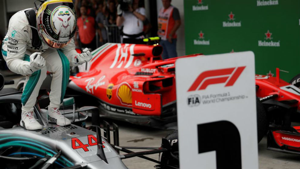 Ocon echa a Verstappen y Hamilton se encuentra su 10ª victoria