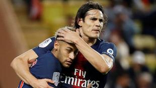 Cavani en festejo de gol con Neymar