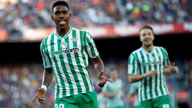 Junior Firpo celebra su gol al Barcelona.