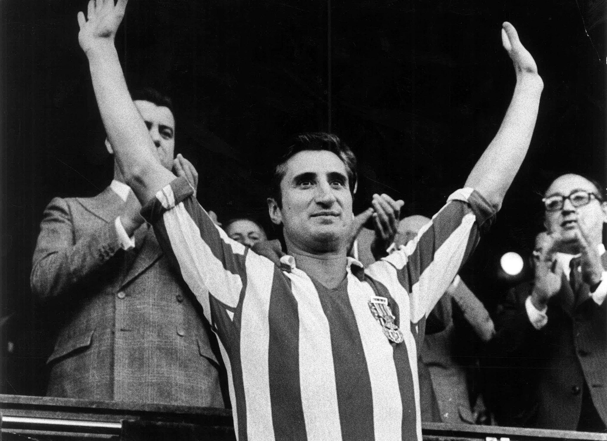 Ignacio Calleja saluda al público del Calderón durante su homenaje...
