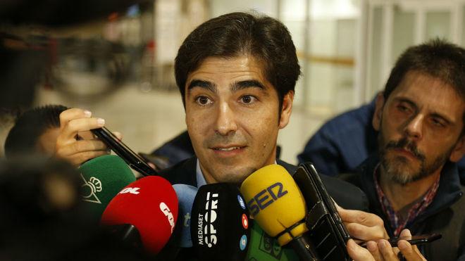Ángel Haro atiende a los periodistas.