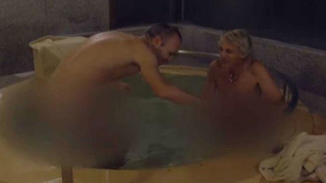 Andrés Iniesta, desnudo en un jacuzzi en Planeta Calleja
