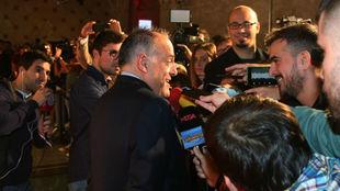 Tebas, atiende a los medios, antes de entrar en la Gala de los Premios...