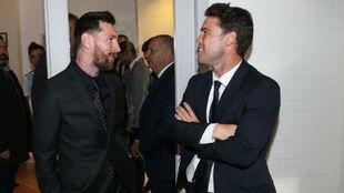 Rubi charla con Messi.