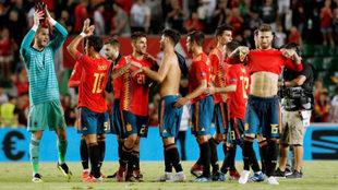 Los internacionales españoles celebran la última victoria en la...