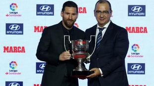 Leo Messi junto a Juan Ignacio Gallardo, director de MARCA.