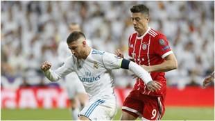 Ramos, en un duelo con Lewandowski en un Bayern vs Real Madrid...