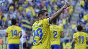 Manu Vallejo celebra un gol