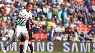 Julio Furch festeja su gol ante Gallos Blancos