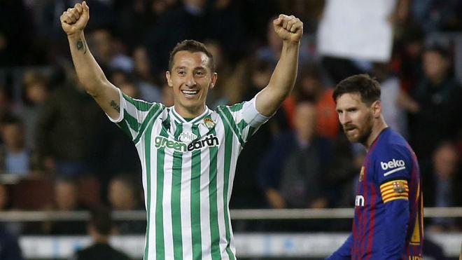 Guardado celebra el triunfo del Betis ante el Barça con Messi al...