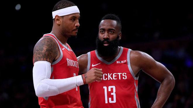 Carmelo Anthony junto con James Harden en un partido de los Rockets