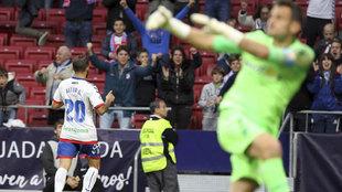Aitor García, del Majadahonda, celebra el gol que le marcó al...