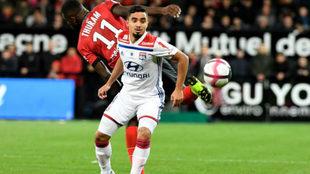 El lateral del Lyon Rafael da Silva, en un partido.