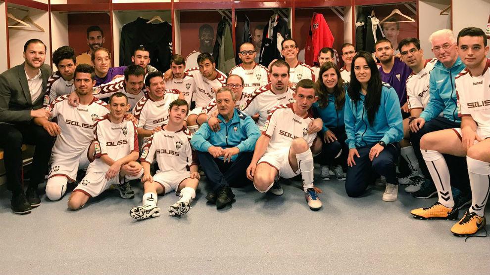 Directivos, entrenadores y jugadores del Fundación Albacete Genuine...