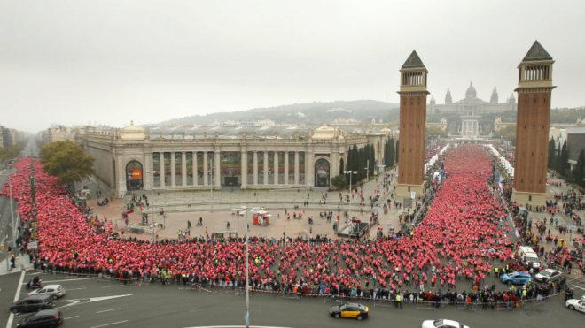 Miles de mujeres, durante una edición de la Carrera de la Mujer de...