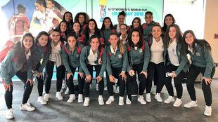 La selección española posa a su llegada a Uruguay.