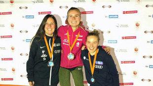 Astrid Fina (izquierda), junto a las holandesas Lisa Bunschoten y Anne...