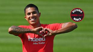 Salcedo. en un entrenamiento con el Eintracht.