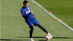 Vitolo durante un entrenamiento en el Cerro del Espino