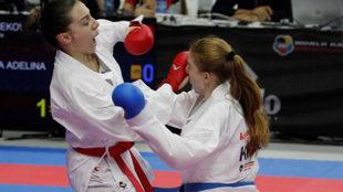 La kosovar Adelina Rama, a la derecha, durante el reciente Mundial de...