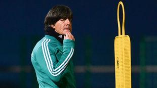 Joachim Löw durante un entrenamiento con Alemania