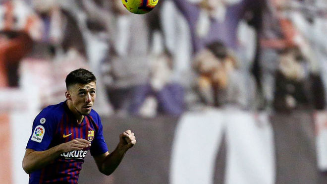 Lenglet controls the ball during the match between Rayo Vallecano and...