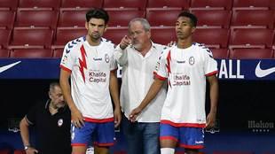 Iriondo da instrucciones a Enzo Zidane y Jeisson en el Wanda